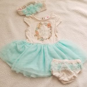 2 Babygirl Outfits/Dresses Lot